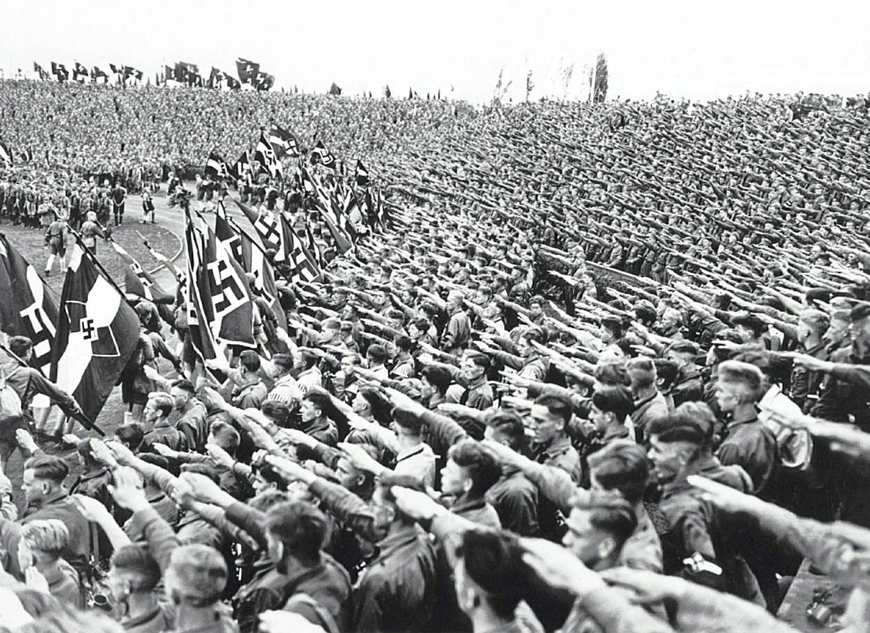 Adolf et la Masse